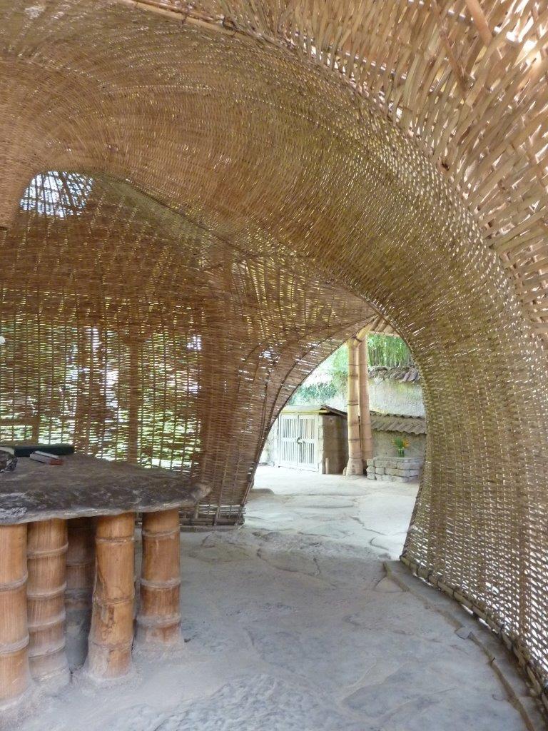 Bambuskorb Bambusschale geflochtene Bambusstreifen CONBAM.jpg