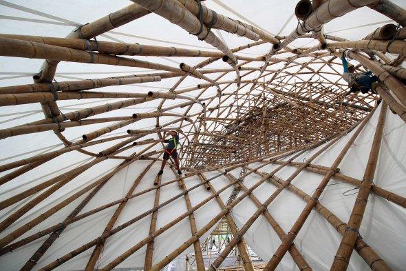 Bambus-Gitterschalen-Konstruktion_22347-2