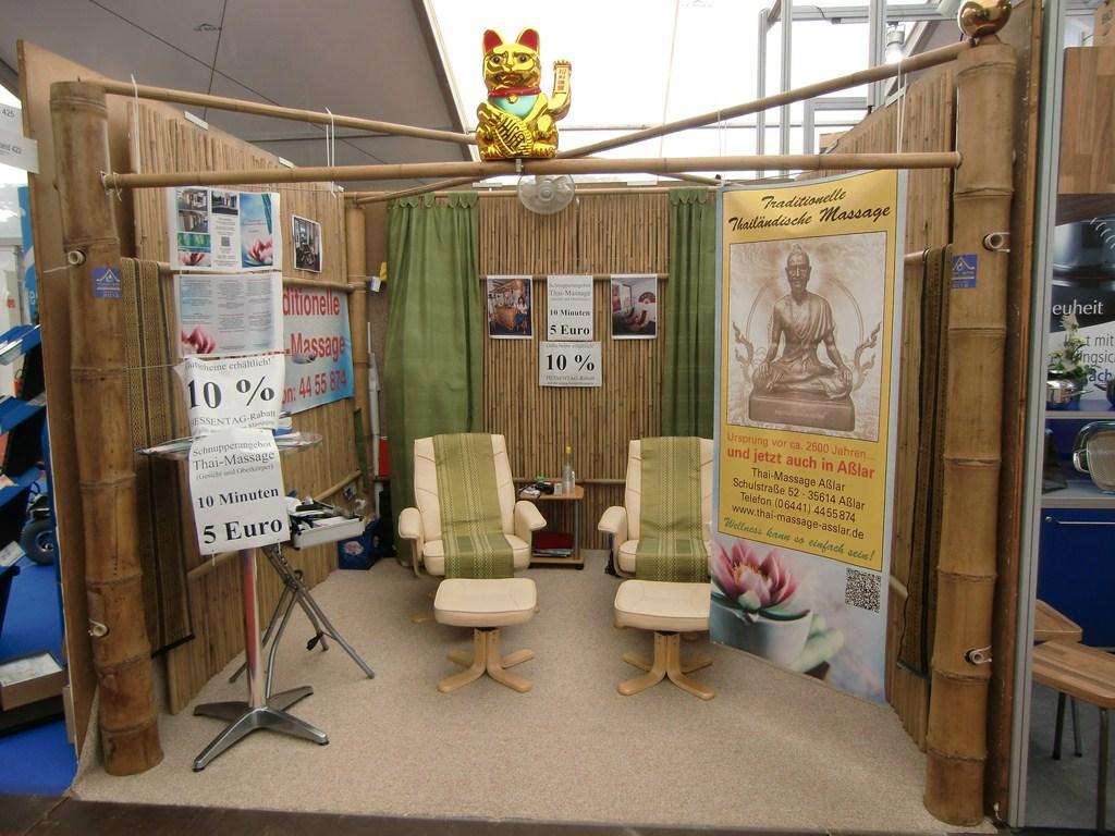 Messebau für Thai-Massage mit Bambusmaterial vom Bambus-Handel CONBAM