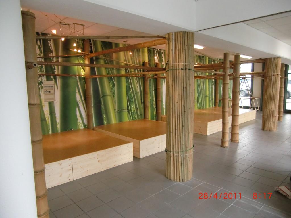 Trennwände aus Bambus-Rohr und Bambussäulen vom Bambushandel CONBAM