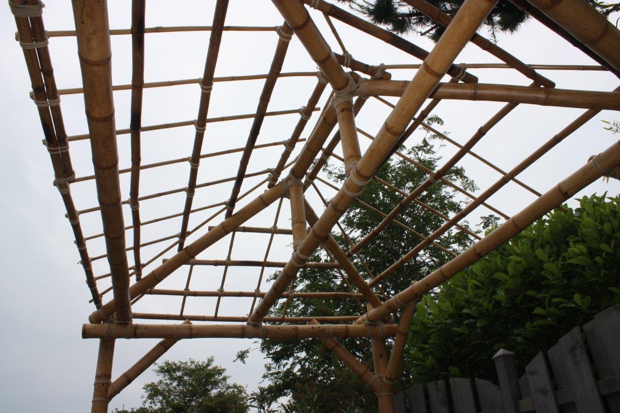 Dachstuhl aus Bambus mit Bambusrohr von CONBAM.JPG